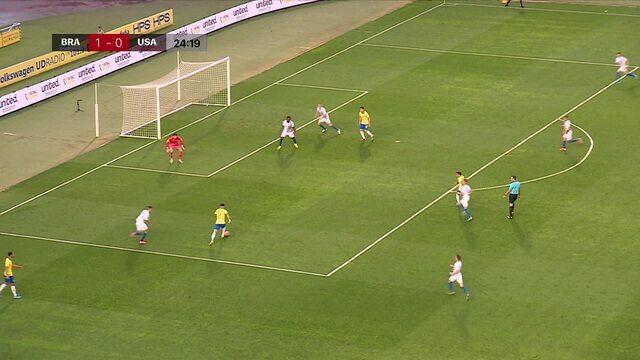 Goleiro americano falha outra vez, mas Matheus Cunha não chuta e ainda erra o passe, aos 24' do 1ºT