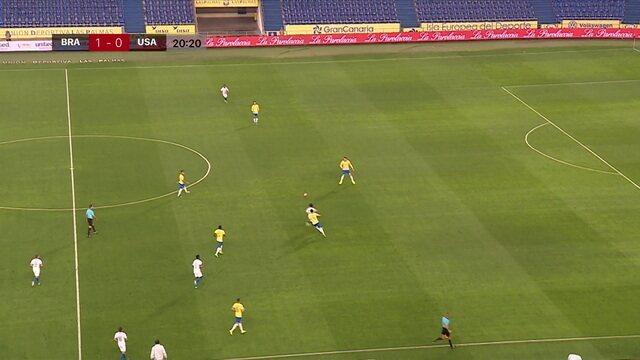 Ibañez deixa adversário perdido após lindo balão, aos 20' do 1ºT