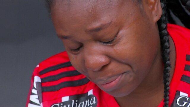 Jogadora do São Paulo se emociona antes da final do Paulistão Feminino
