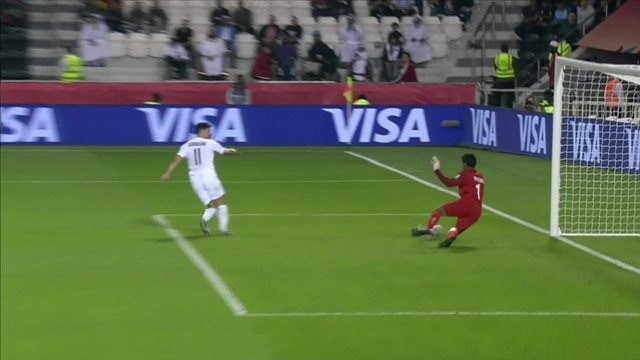 Gol do Al-Sadd! Bounedjah recebe o cruzamento e consegue desviar para o gol livre, aos 25' do 1ºT