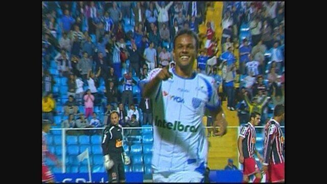 Com gol de Bruno Silva, Avaí bateu o São Paulo e garantiu vaga na semifinal da Copa do BR