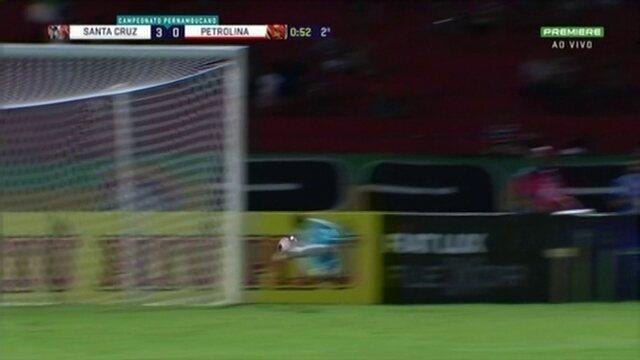 Antes do 1º minuto do 2º tempo, Marquinhos Bahia arrisca com perigo pelo Petrolina