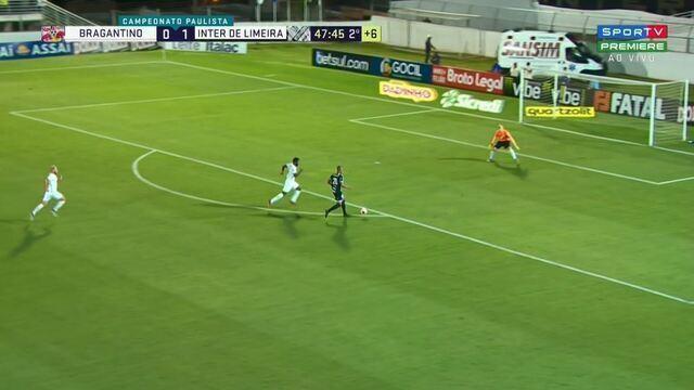 Lucas Braga bate na saída de Júlio César e goleiro defende aos 47 minutos do 2º tempo