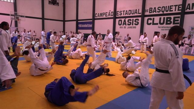 Judocas veteranos se reúnem em grande treino livre para celebrar o Dia do Judô
