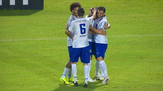 Gol do São Caetano! Após falhas da defesa, Bruno Moraes aproveita e amplia, aos 24' do 1º Tempo