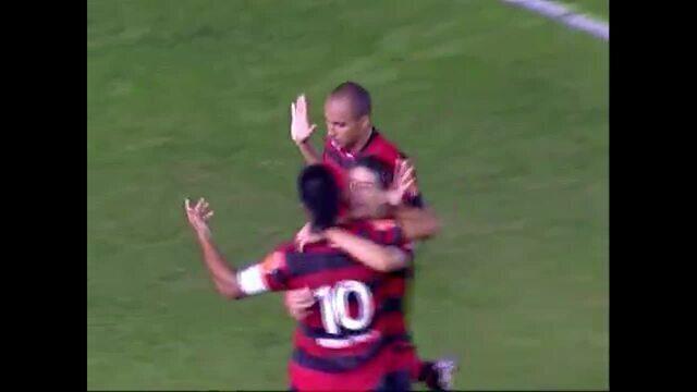 Gol do Flamengo! Após escanteio, Deivid cabeceia e marca, aos 43 do 1º tempo