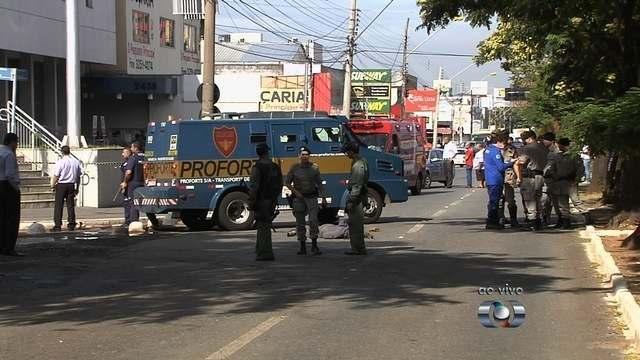 bancos de jardim goiania : bancos de jardim goiania:Assalto a carro-forte deixa dois mortos na Avenida T-9, em Goiânia