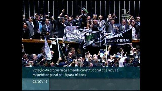Câmara aprova em 1º turno nova proposta para reduzir maioridade