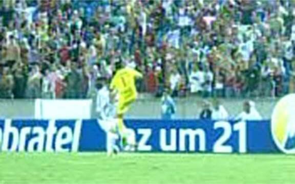 ... marcou o primeiro confronto entre as duas equipes depois do  rebaixamento do Vasco, e os rubro-negros não perdoaram, levando o número 2  às arquibancadas. 6bab2b401e