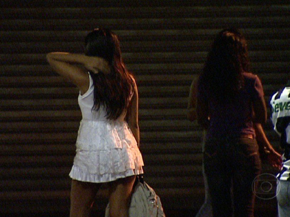 Resultado de imagem para prostituta chorando na estrada