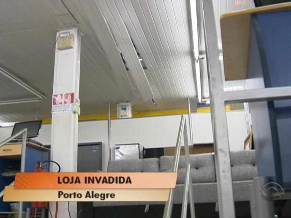 9244c9dfbf Loja de móveis e eletrodomésticos é invadida na Zona Sul de Porto Alegre -  G1 Rio Grande do Sul - Vídeos - Catálogo de Vídeos