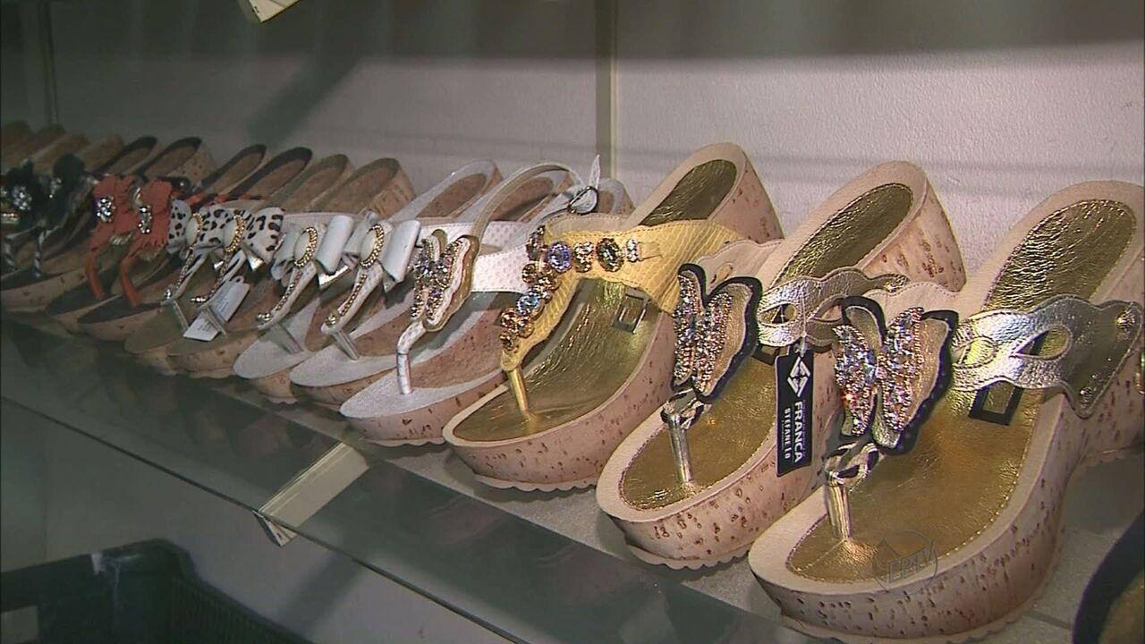 db5a9d568 Fábricas de sapatos de Franca destacam lançamentos femininos - G1 Ribeirão  Preto/ Franca - Bom Dia Cidade - Catálogo de vídeos - Catálogo de Vídeos