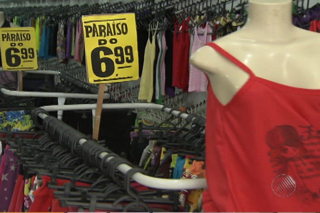 1ba519ed9 Lojas de roupas com preços populares fazem sucesso no centro de Salvador -  G1 Bahia - BATV - Catálogo de Vídeos