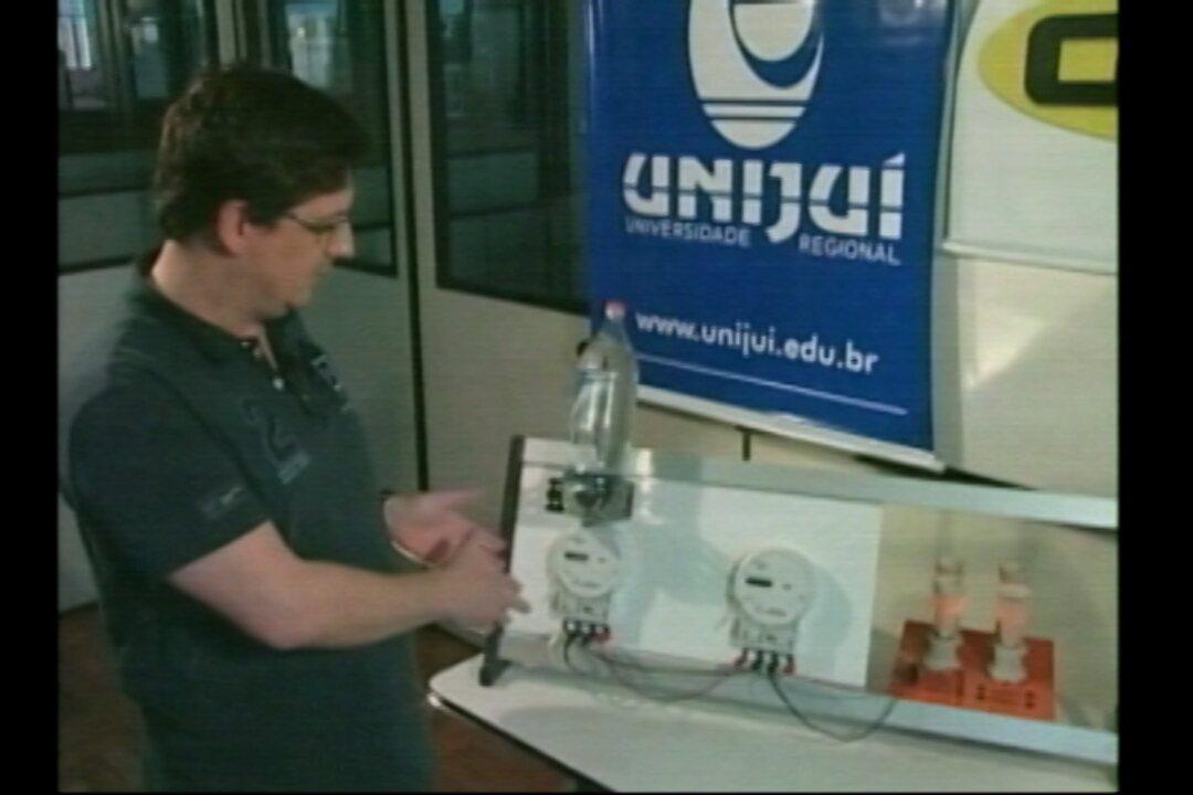 00adcbfcdf1 Utilizar garrafa de água sobre o medidor para reduzir o consumo de energia  é mito - G1 Rio Grande do Sul - Jornal do Almoço - Catálogo de Vídeos
