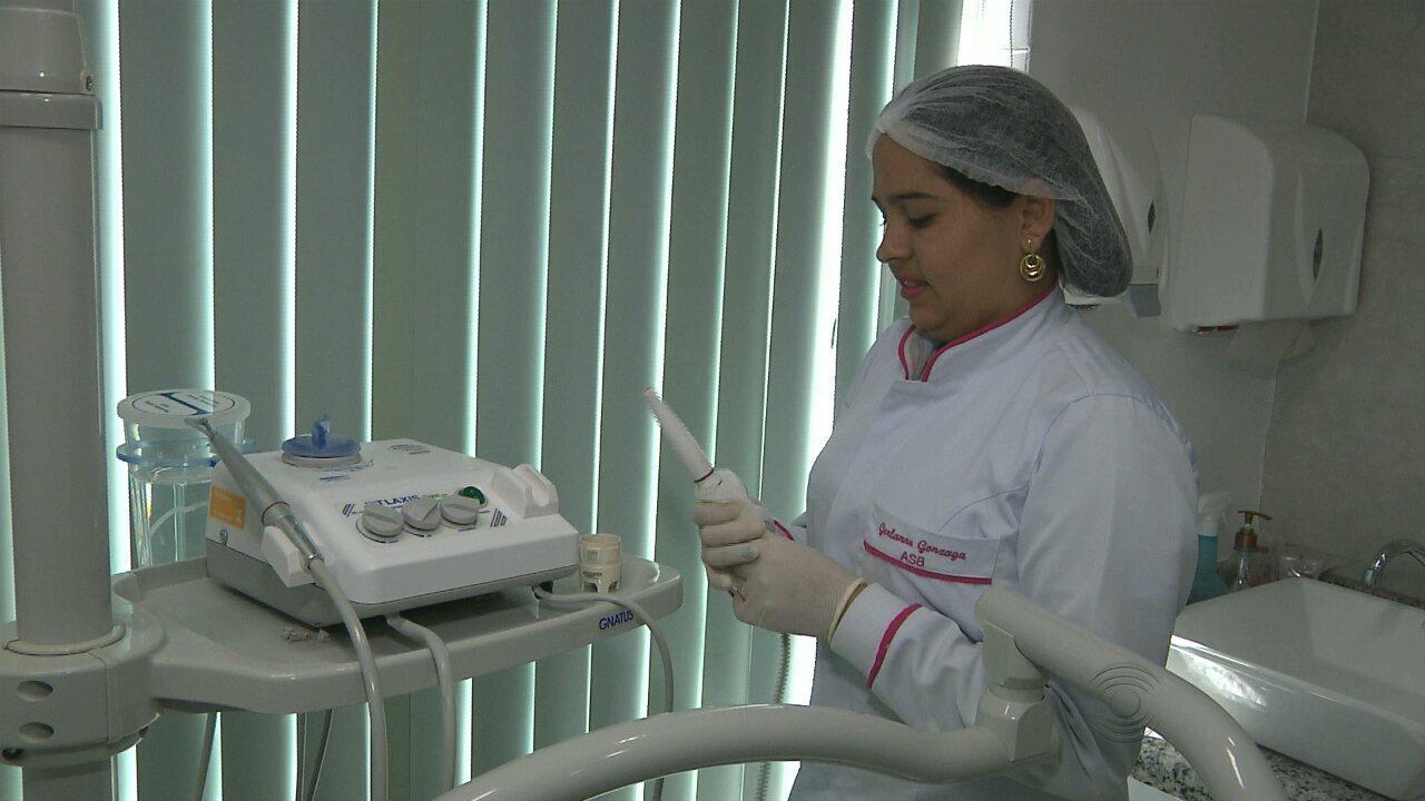 Quadro Vamos Trabalhar Apresenta Profissao De Auxiliar De Dentista
