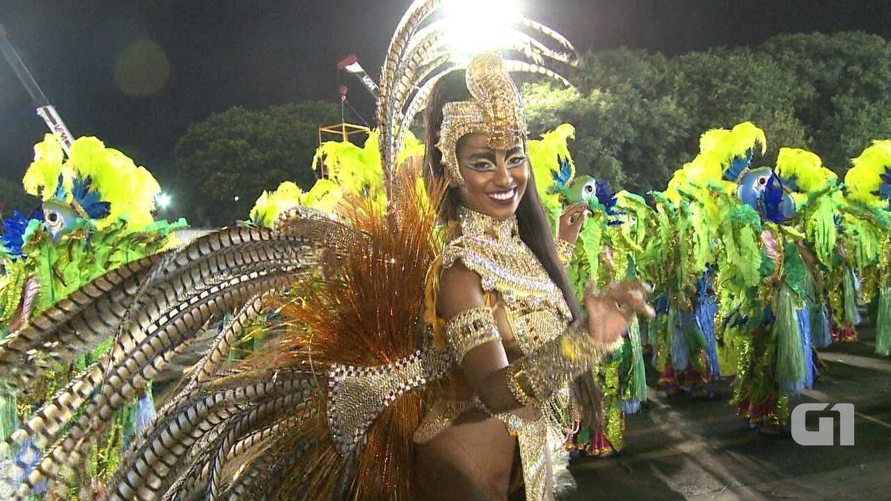 50b56f062 Destaque da Águia de Ouro ostenta fantasia de rainha do Egito - Carnaval  2016 no G1 - Vídeos - Catálogo de Vídeos