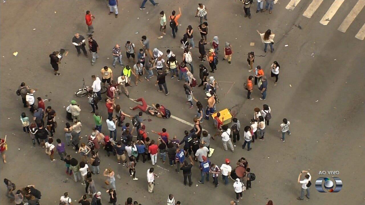 Manifestante fica ferido durante confusão em protesto, em Goiânia