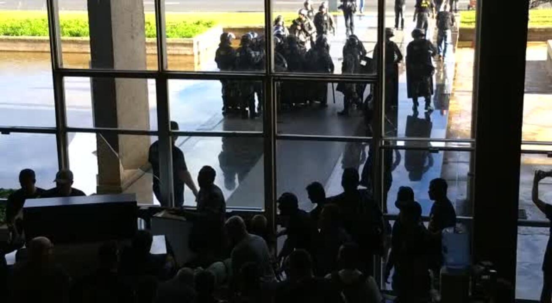 Grupo de agentes penitenciários invade Ministério da Justiça, em Brasília