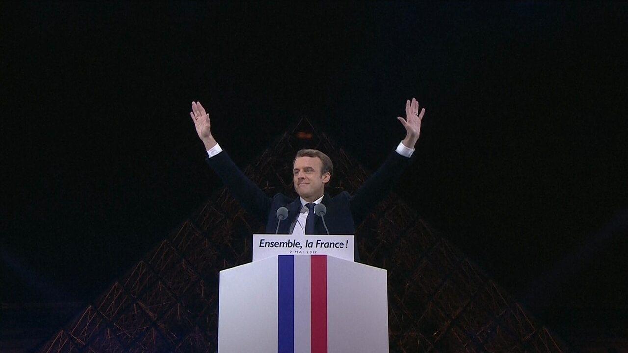 'A França ganhou', diz Macron diante de multidão no Louvre