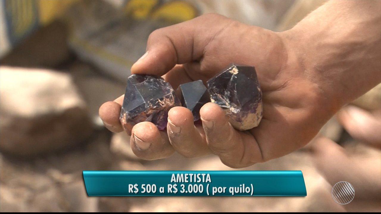 Pedra preciosa leva pessoas de várias partes do país a Sento Sé, no norte do estado