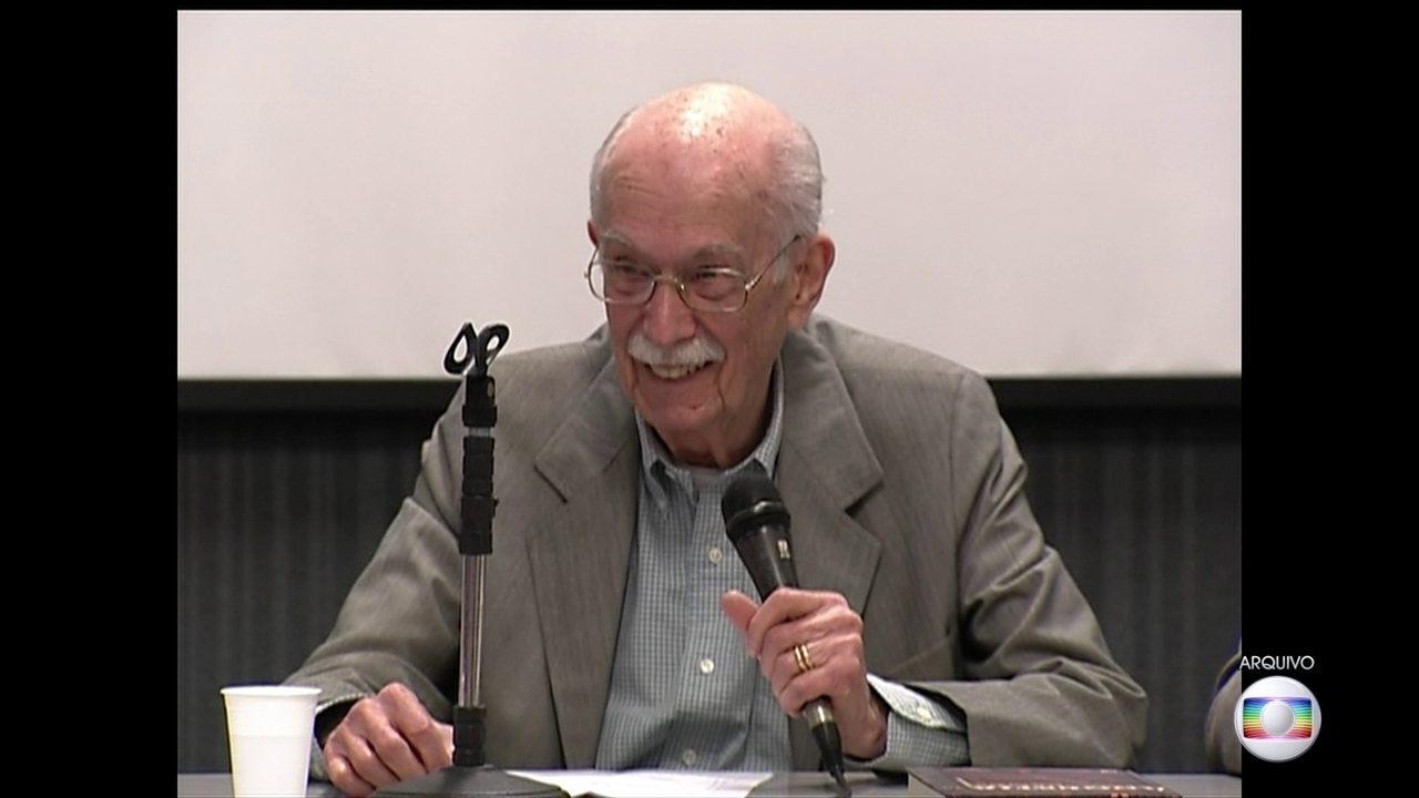 Crítico literário e sociólogo Antônio Cândido morre em SP aos 98 anos