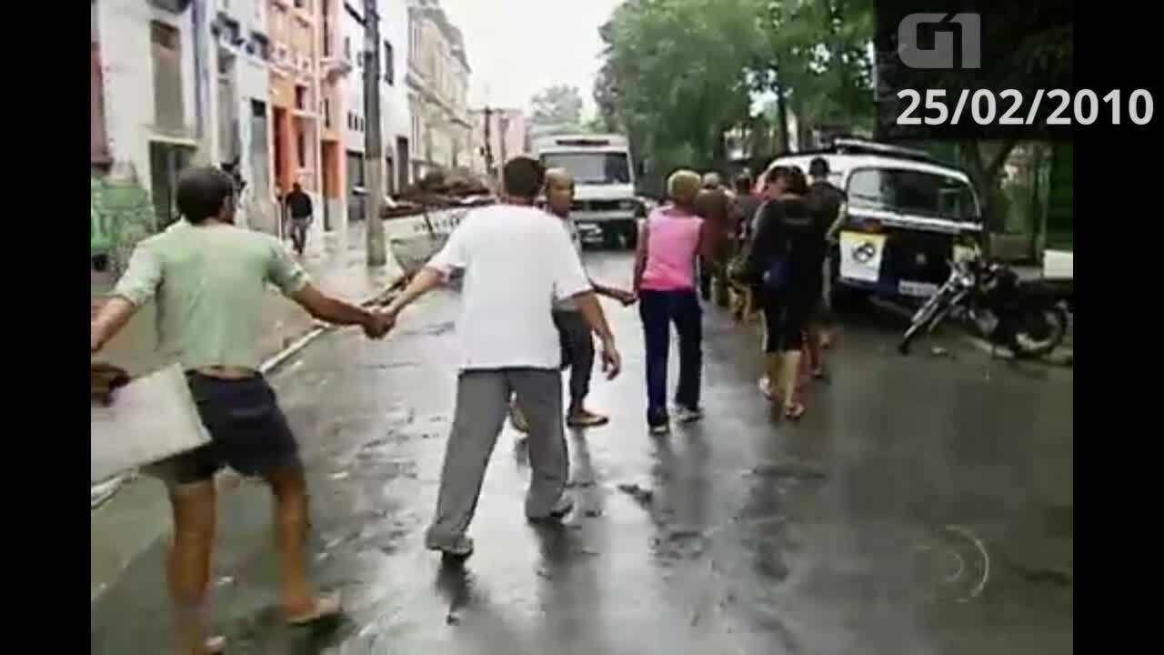Usuários de droga deixam praça conhecida como 'nova cracolândia'