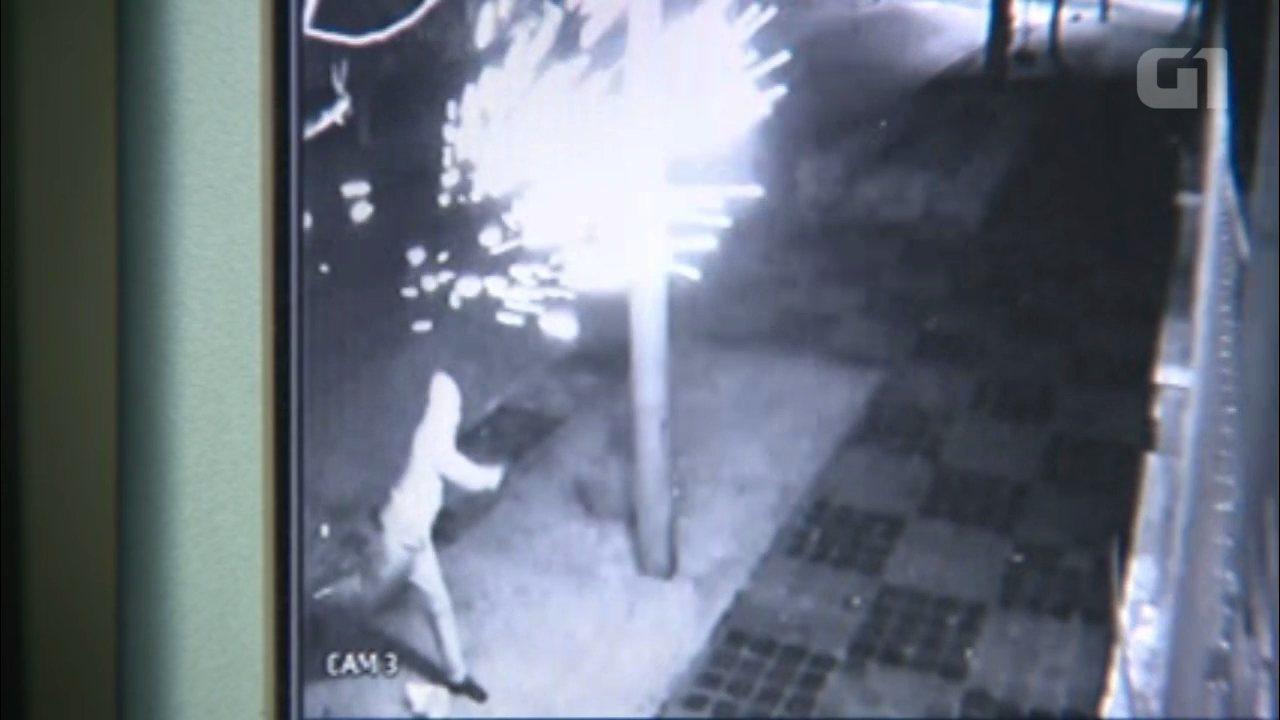 Sede do PT em Curitiba é atingida por bombas caseiras