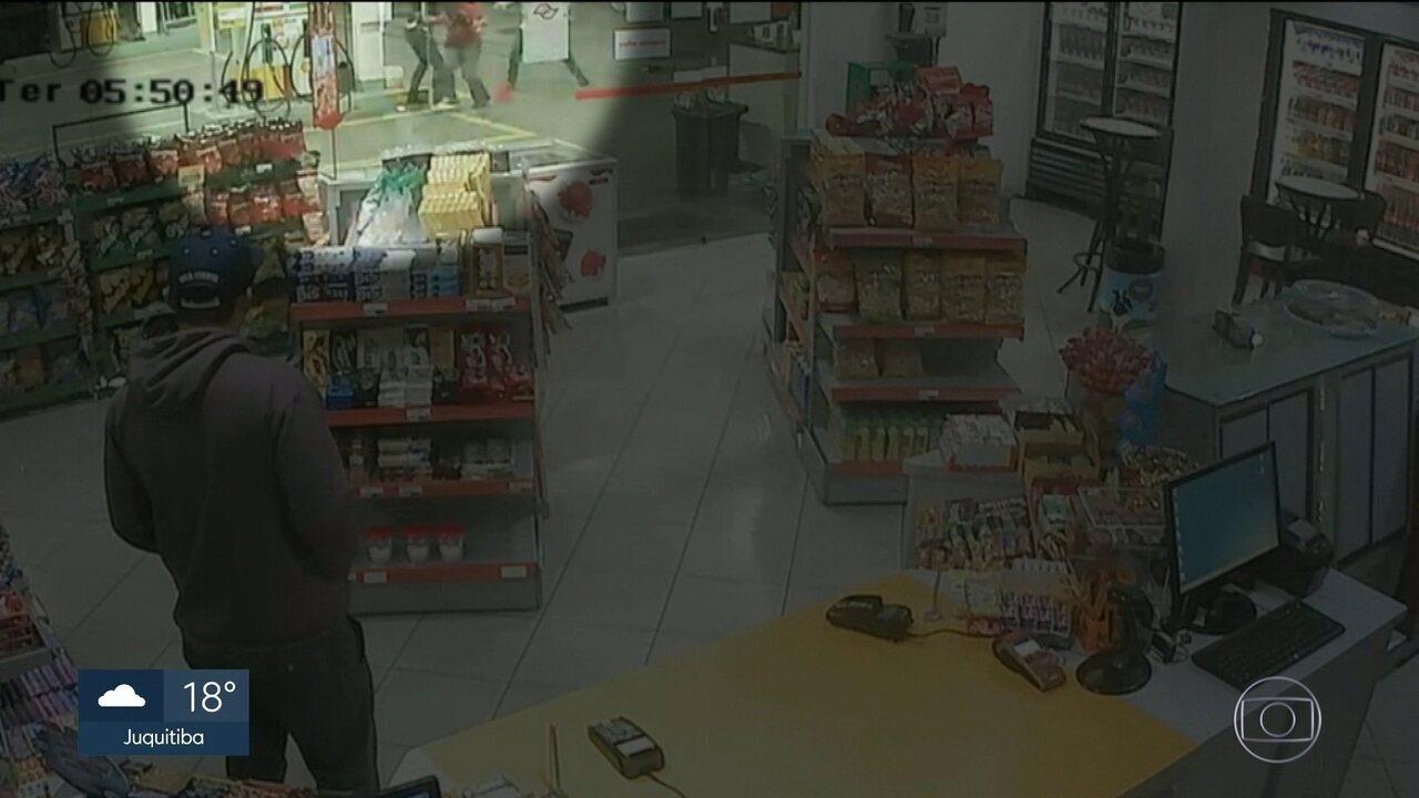 Frentista é morto com facada e depois atropelado na Avenida dos Autonomistas