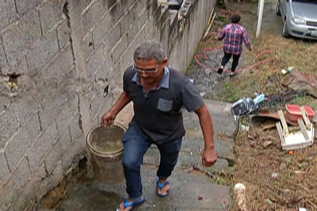 Moradores reclamam de falta de água na Vila Brasileira em Mogi das Cruzes