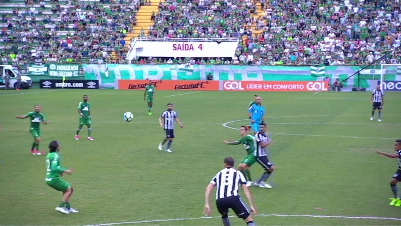 Botafogo bate Chapecoense e encerra jejum de vitórias