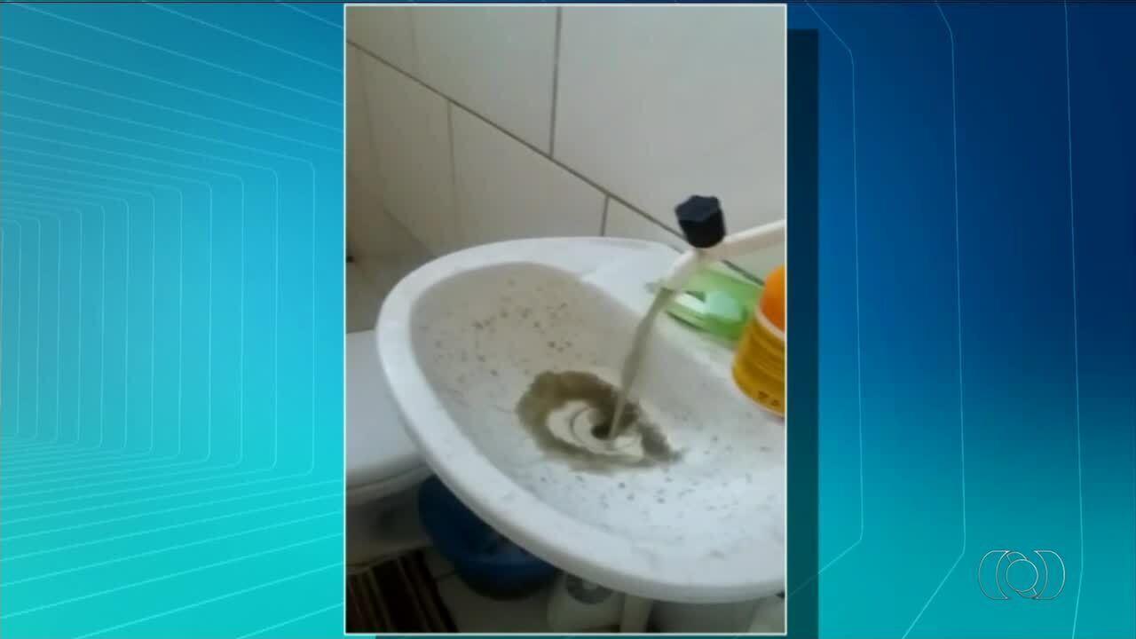 Moradores do município de Sandolândia reclamam da qualidade da água nas torneiras; vídeo
