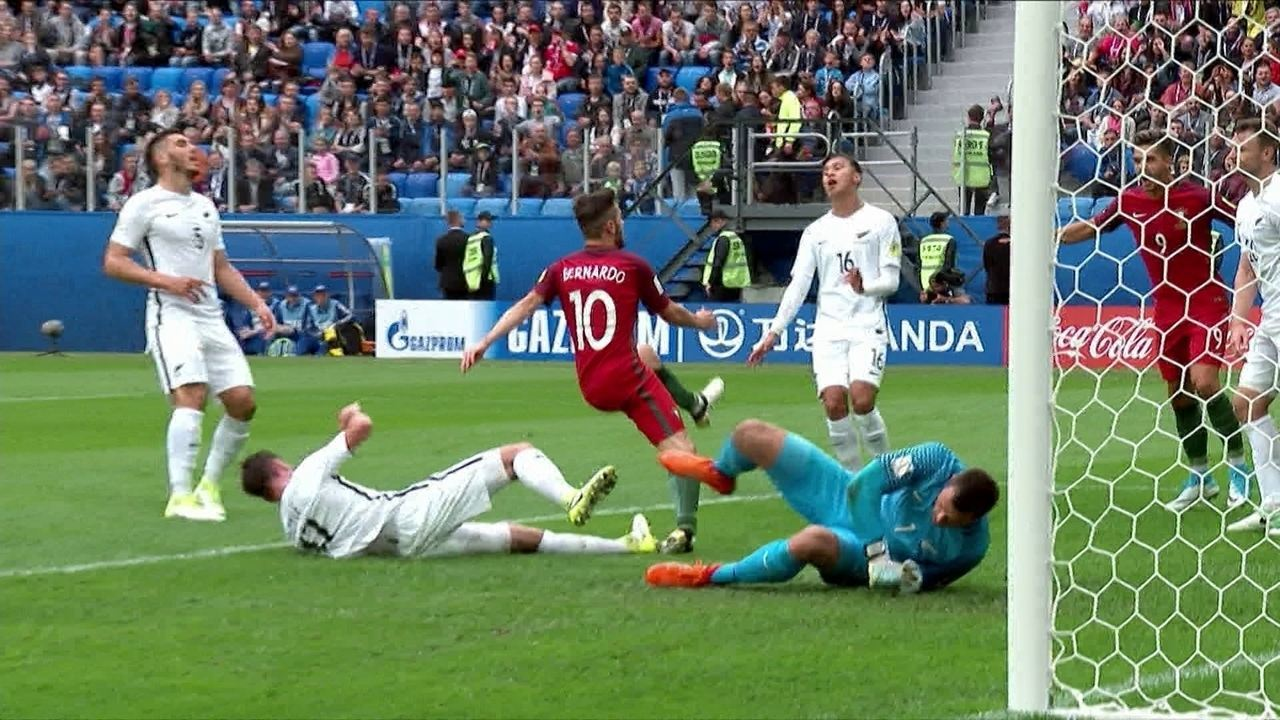 Gol de Portugal! Após boa troca de passes, Bernardo Silva marca e se machuca, aos 33 do 1º