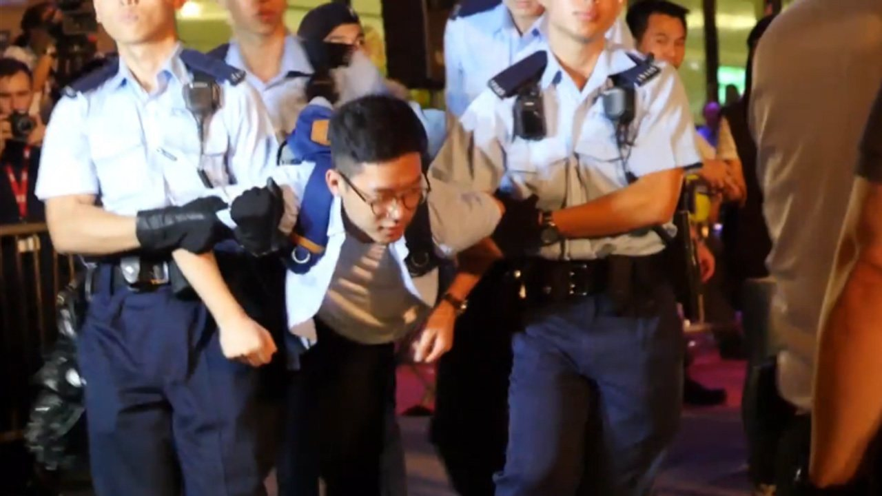 Manifestantes pró-democracia são detidos em Hong Kong antes da visita do presidente chinês