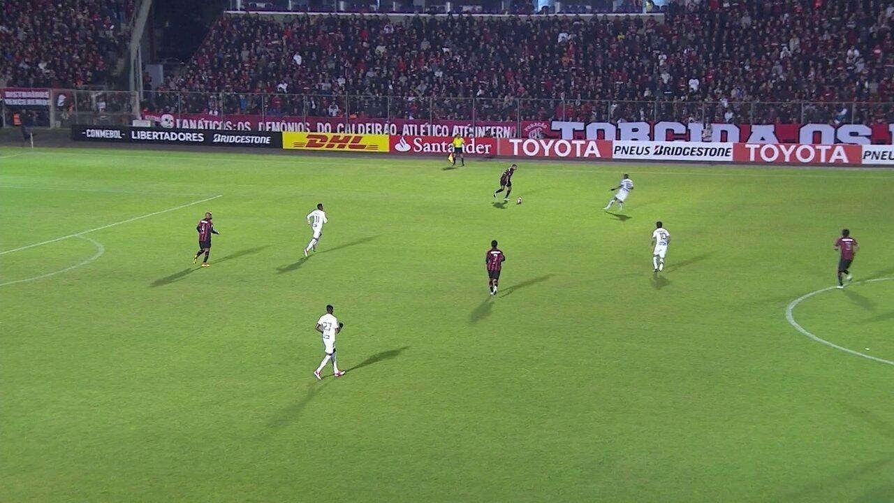 Irregulares, Atlético-PR e Santos abrem confronto brasileiro na Libertadores