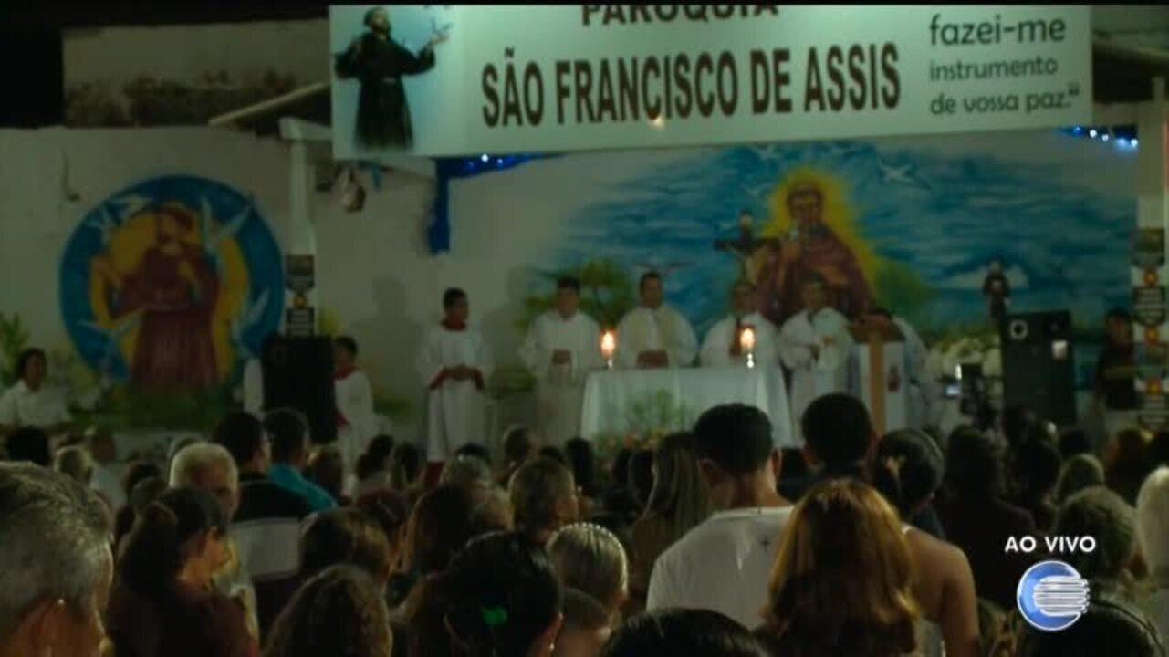 Festejos de s o francisco movimentam devotos em prociss o for Francisco peluqueros porto pi
