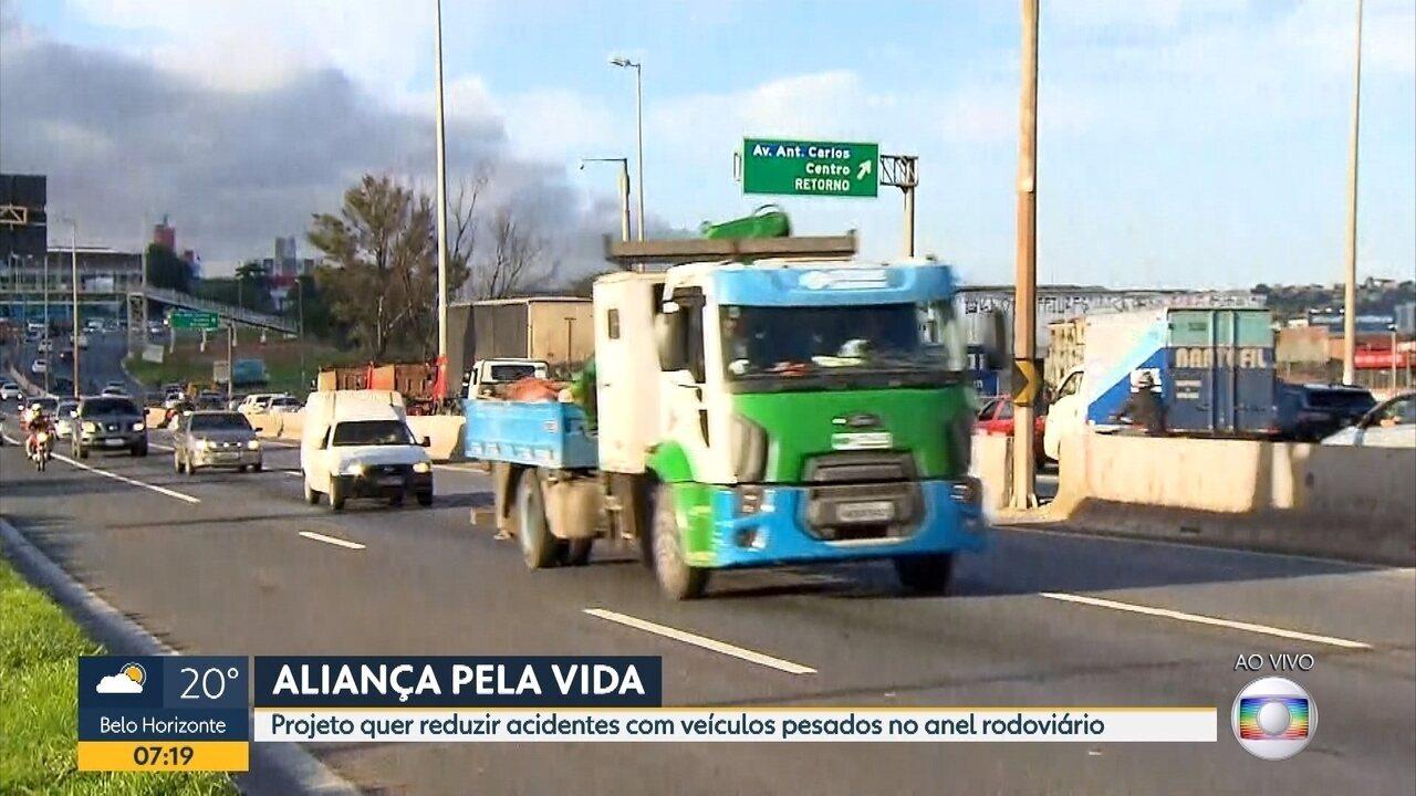 37909996f7 Carretas e caminhões que trafegam pelo Anel Rodoviário de BH são alvo de  fiscalização - G1 Minas Gerais - Vídeos - Catálogo de Vídeos