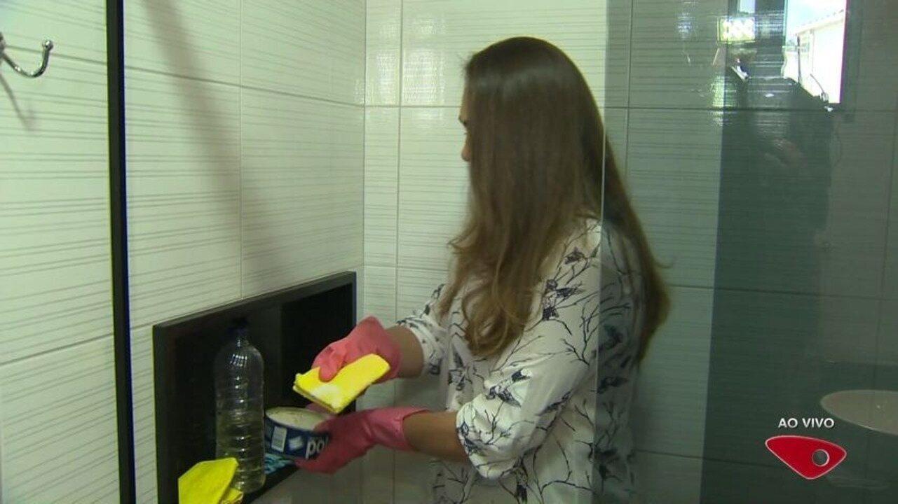 Resultado de imagem para Consultora doméstica Lucy ensina a limpar o box do banheiro