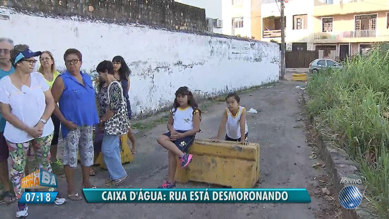 Rua Corre Risco De Desabar No Bairro De Caixa D Agua Em Salvador