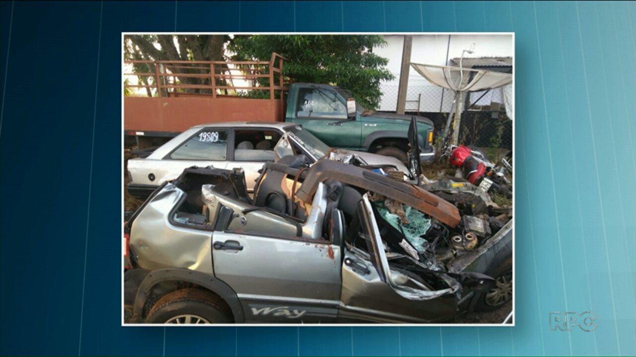 969f2cfd47b Motorista bate em caminhão canavieiro atolado e morre na PR-492 - G1 Paraná  - Paraná TV 1ª Edição - Vídeos - Catálogo de Vídeos
