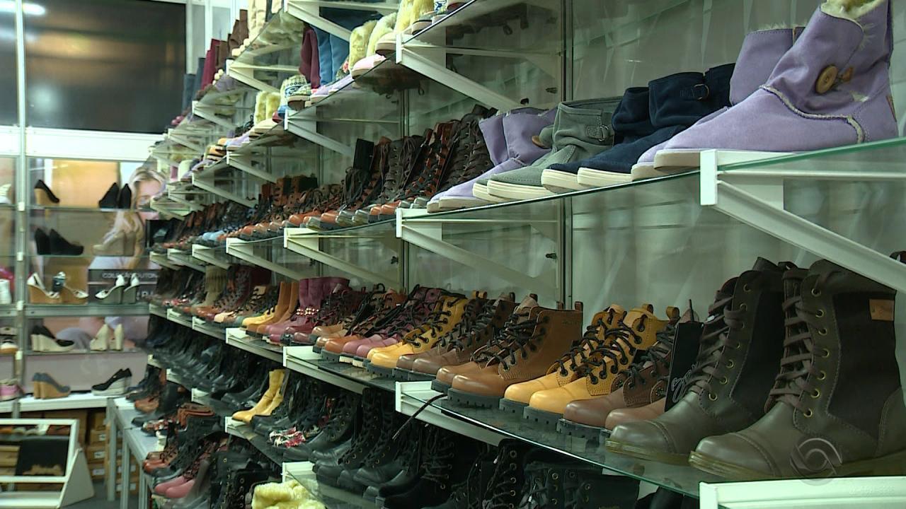 8da6cd99a Feira de calçados atrai milhares de visitantes em Novo Hamburgo - G1 Rio  Grande do Sul - RBS Notícias - Catálogo de Vídeos