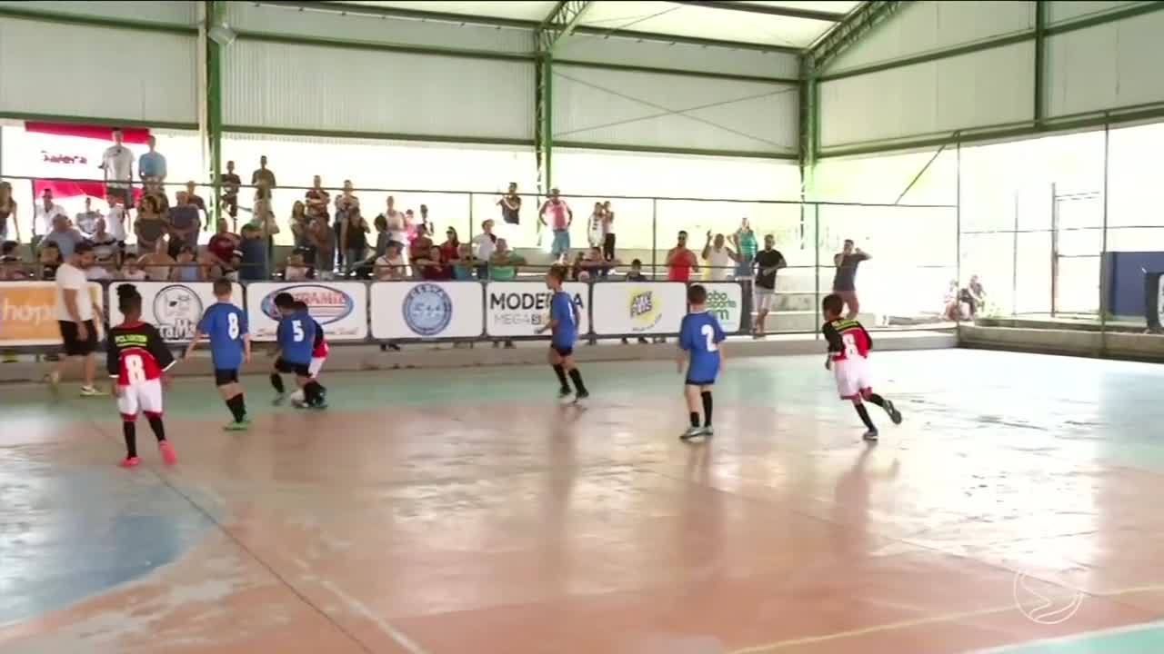 d3b33171bd957 Resende e Pinheiral reúnem mais de 200 crianças no Festival Dente de Leite  de Futsal - G1 Sul do Rio e Costa Verde - RJTV 2ª Edição - Vídeos -  Catálogo de ...