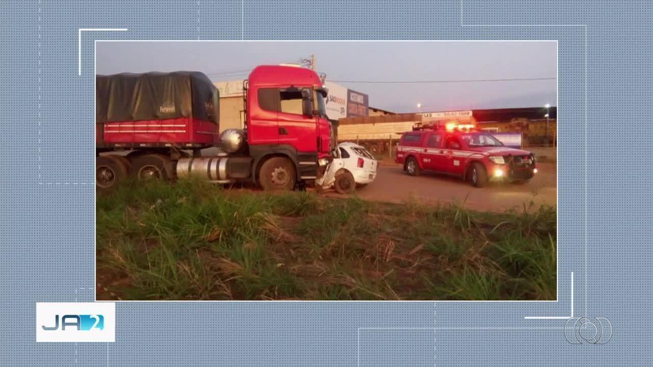 21571cc052 Acidente causa a morte de motorista e deixa carro destruído na BR ...