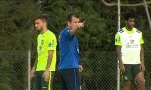 Seleção treina para o jogo contra o Paraguai com mudanças