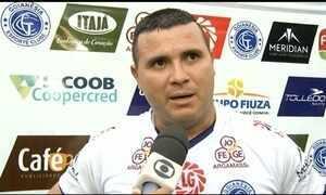 Nonato faz três gols na vitória do Goianésia e pede música no Fantástico