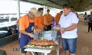 Duas mil pessoas conferem torneio de churrasqueiros em Bauru, SP