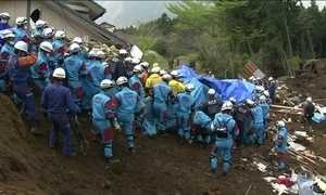 Japão resgata duas mulheres dos escombros do terremoto de cinco dias trás