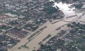 Chuva alaga ruas e provoca deslizamentos no Recife