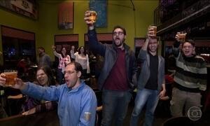 Alunos e professores trocam sala de aula por bar para discutir ciência