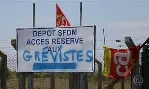 Onda de greves na França ameaça paralisar o país