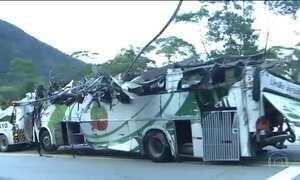 Laudo preliminar aponta problemas em freios de ônibus que bateu na Mogi Bertioga, em SP